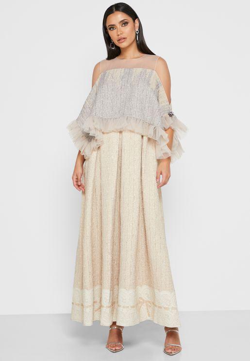 فستان بنمط قفطان مع اكتاف عارية