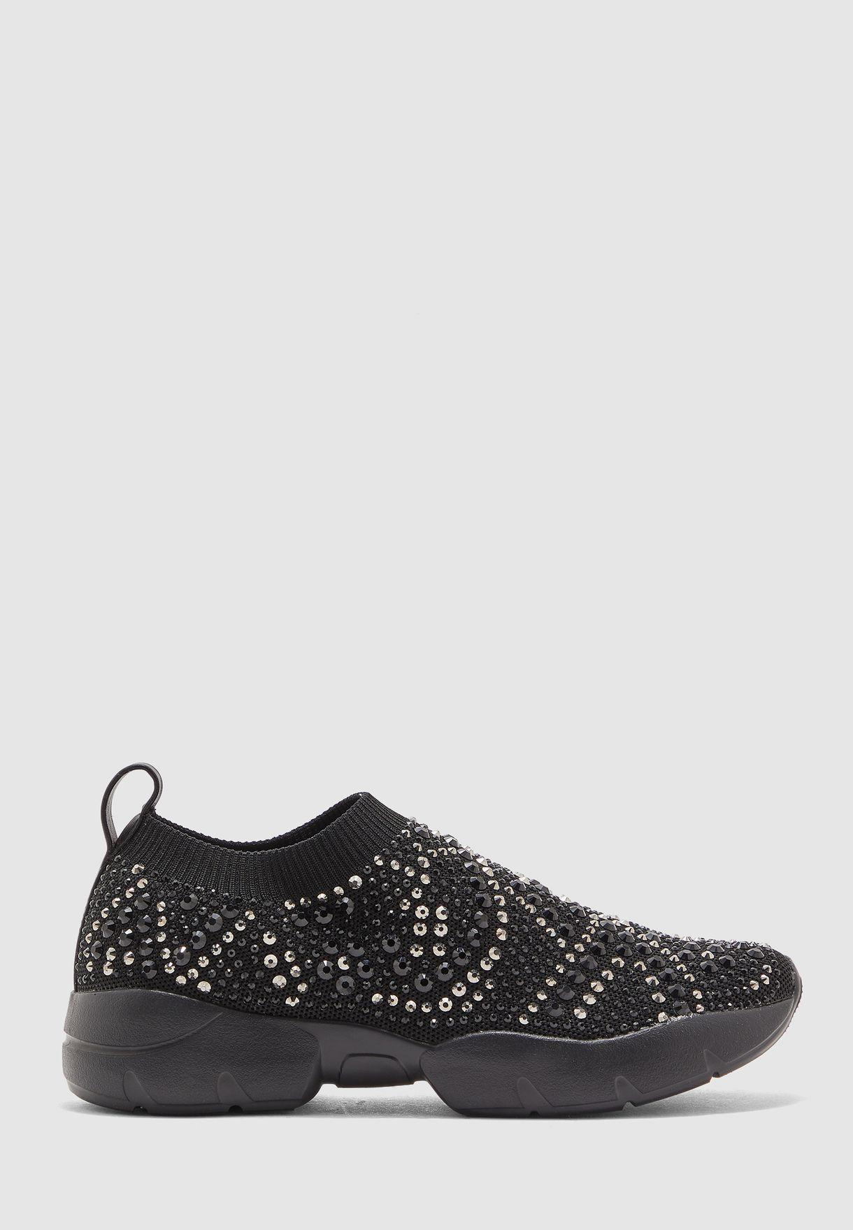 حذاء مزين باحجار