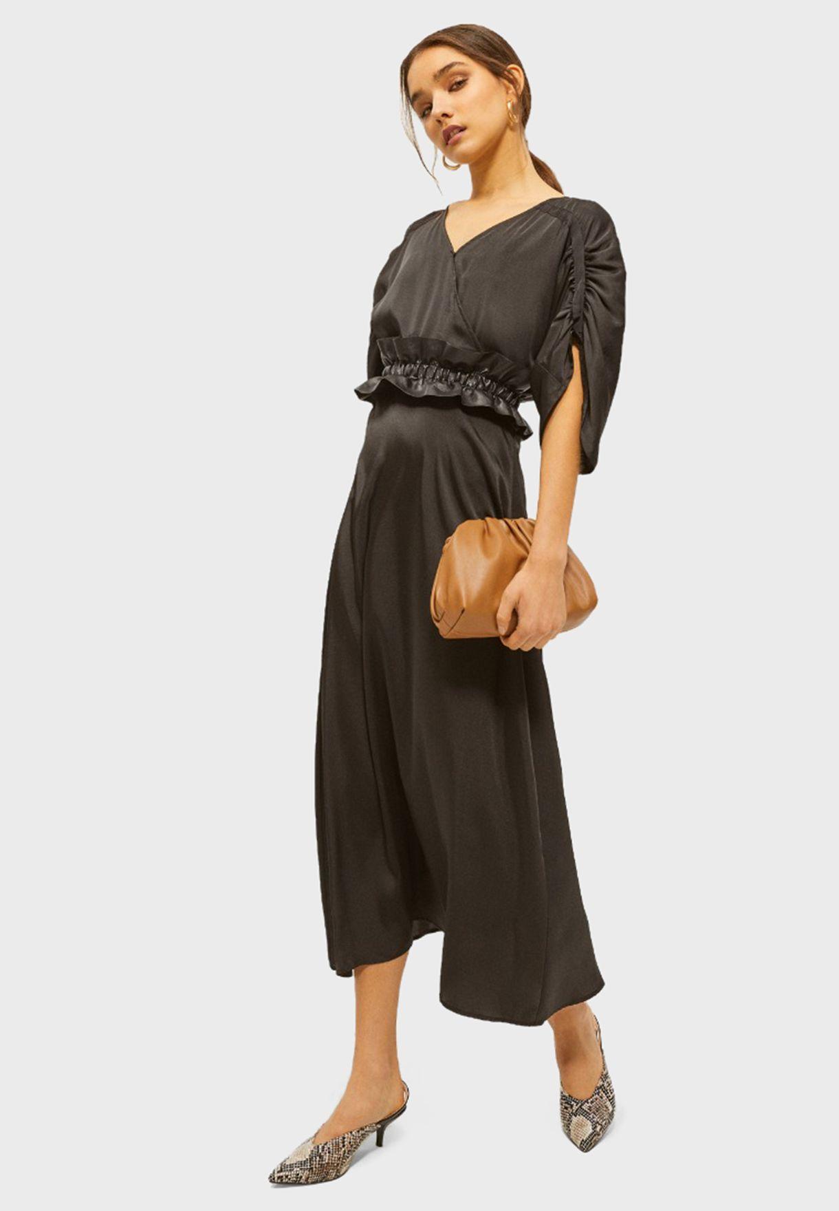 فستان بنمط لف وكشكش