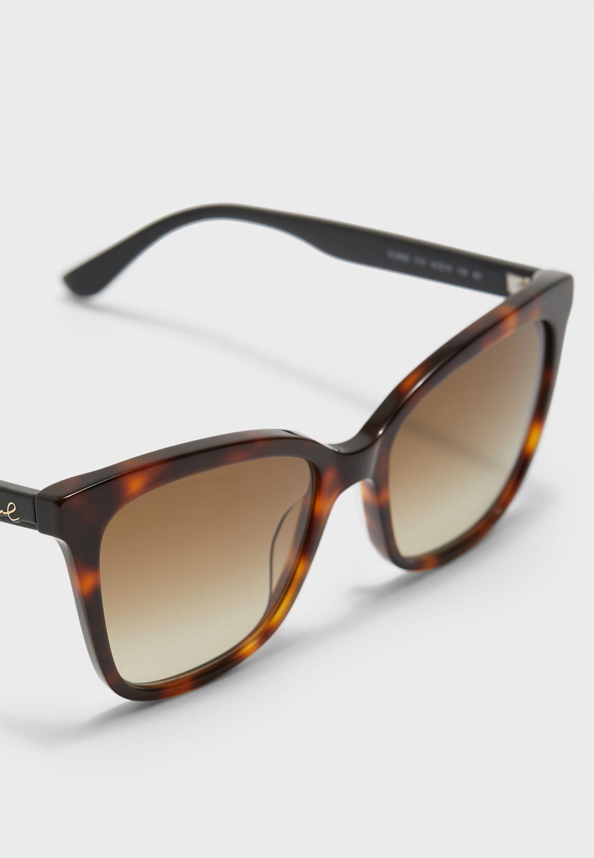 نظارة شمسية بشكل فراشة