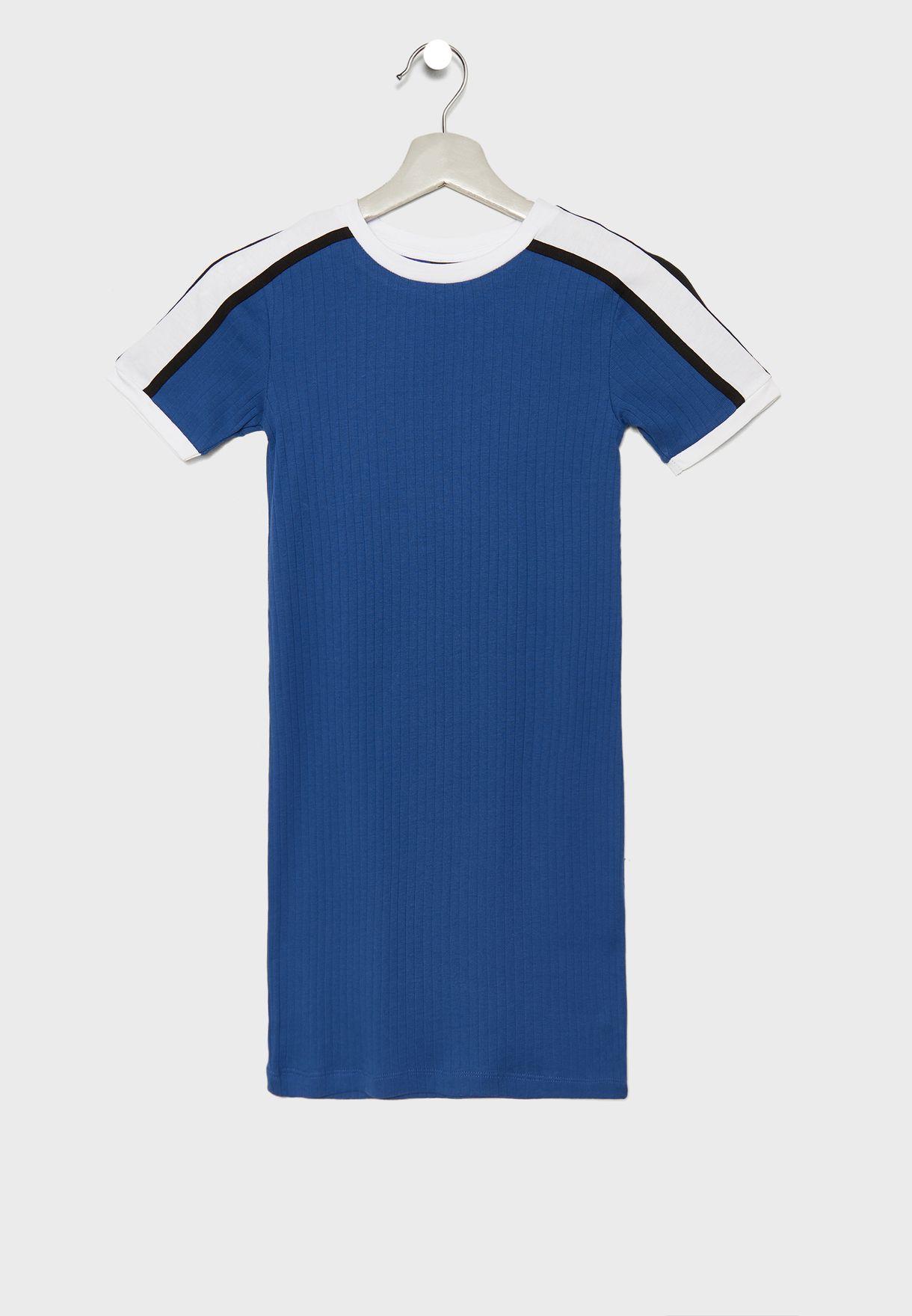 فستان بطبعات خطوط