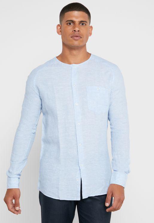 قميص بياقة من دون طيّات