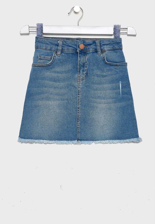 تنورة جينز بحواف غير مدروزة