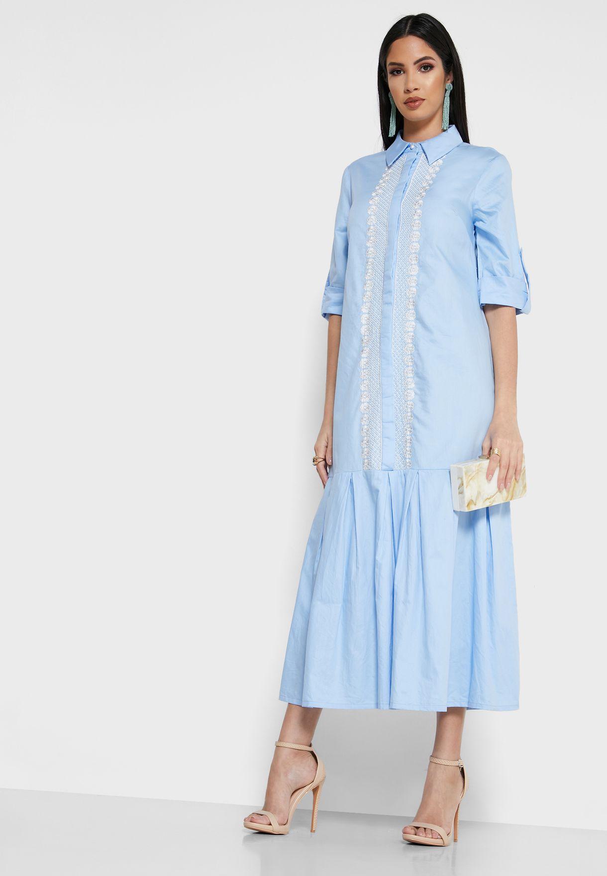 فستان مطرز مزين بكسرات