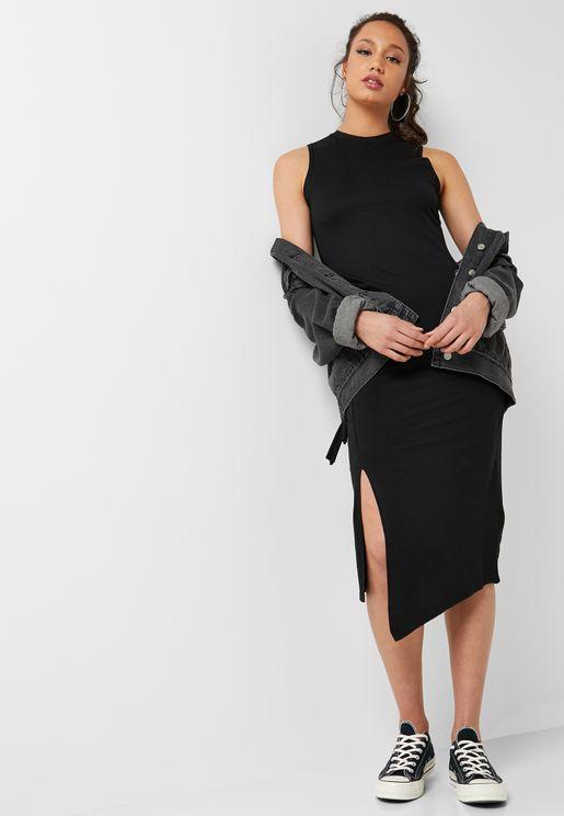فستان بحافة متباينة