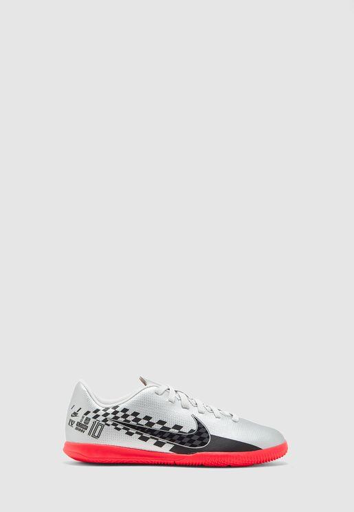 حذاء من مجموعة نيمار جونيور