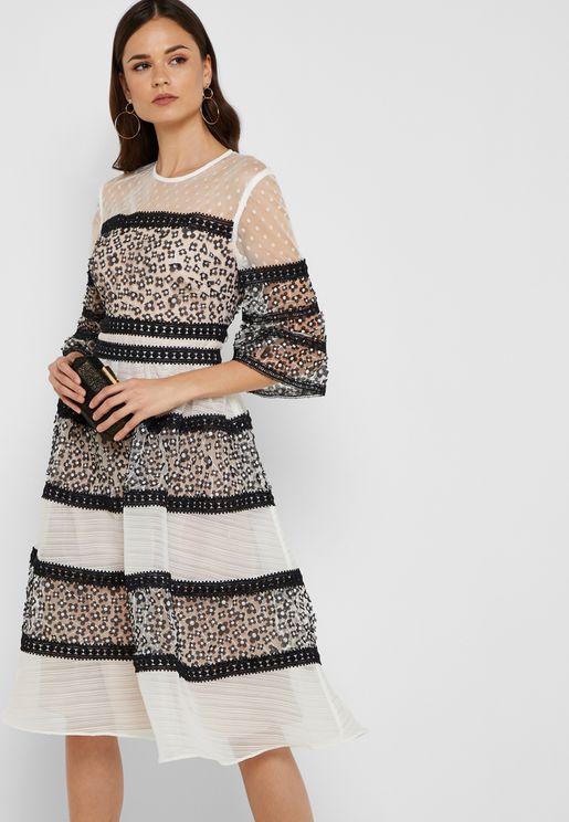 فستان بأجزاء شبك