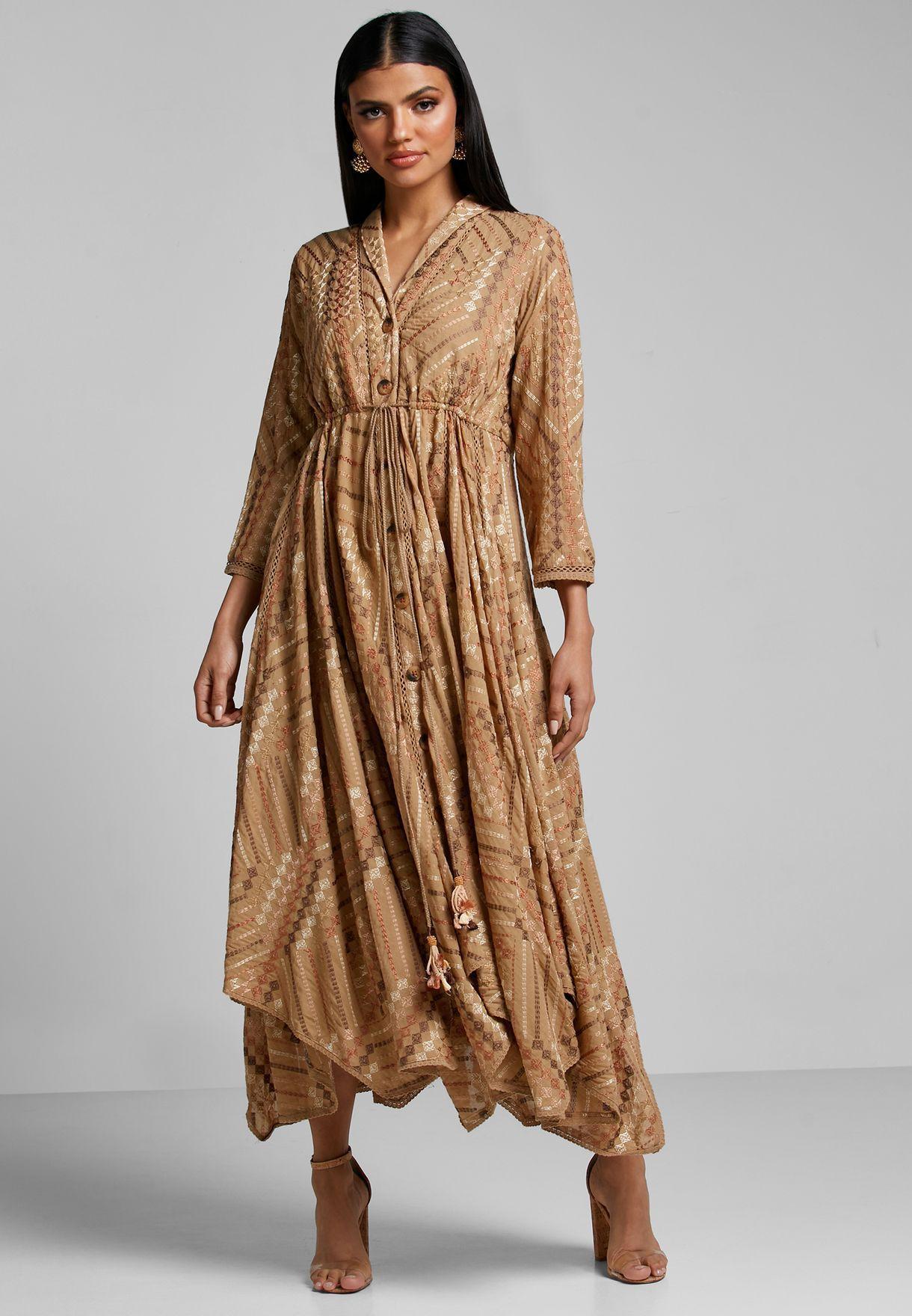 فستان مزين بتطريزات