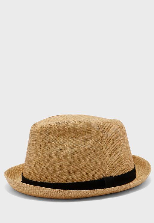 قبعة بتداخل شريط