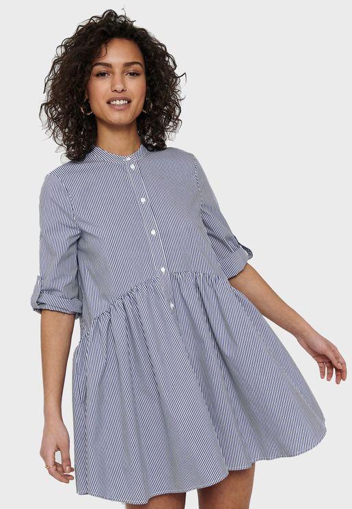 فستان مخطط بحافة واسعة
