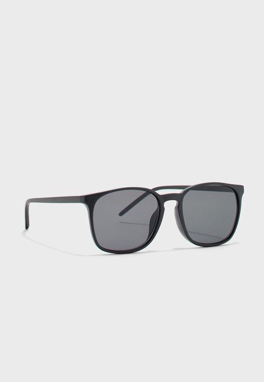 Plastic Frame Wayfarer Sunglasses