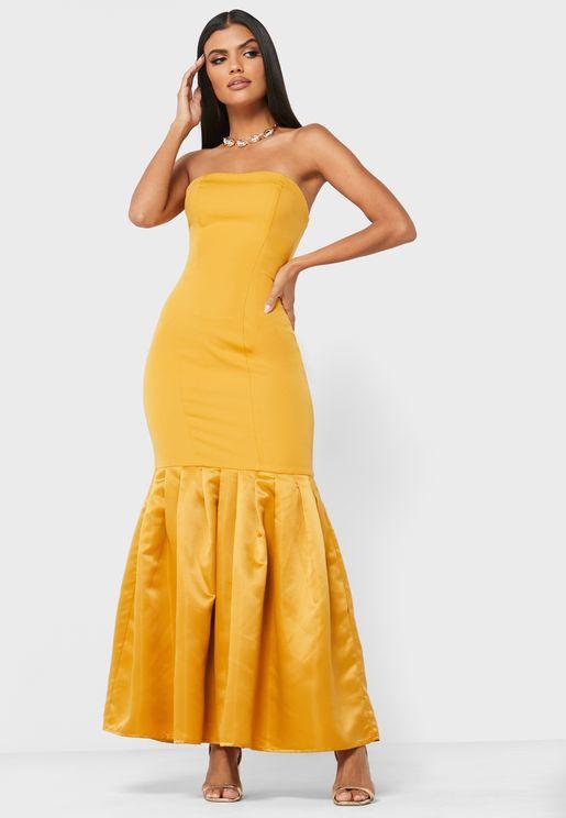 فستان بلا اكمام ذو اطراف واسعة