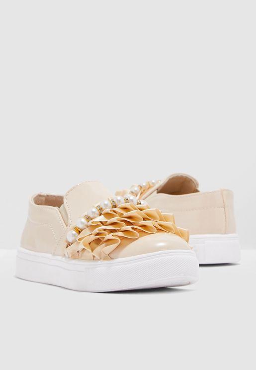 حذاء مزين بكشكش