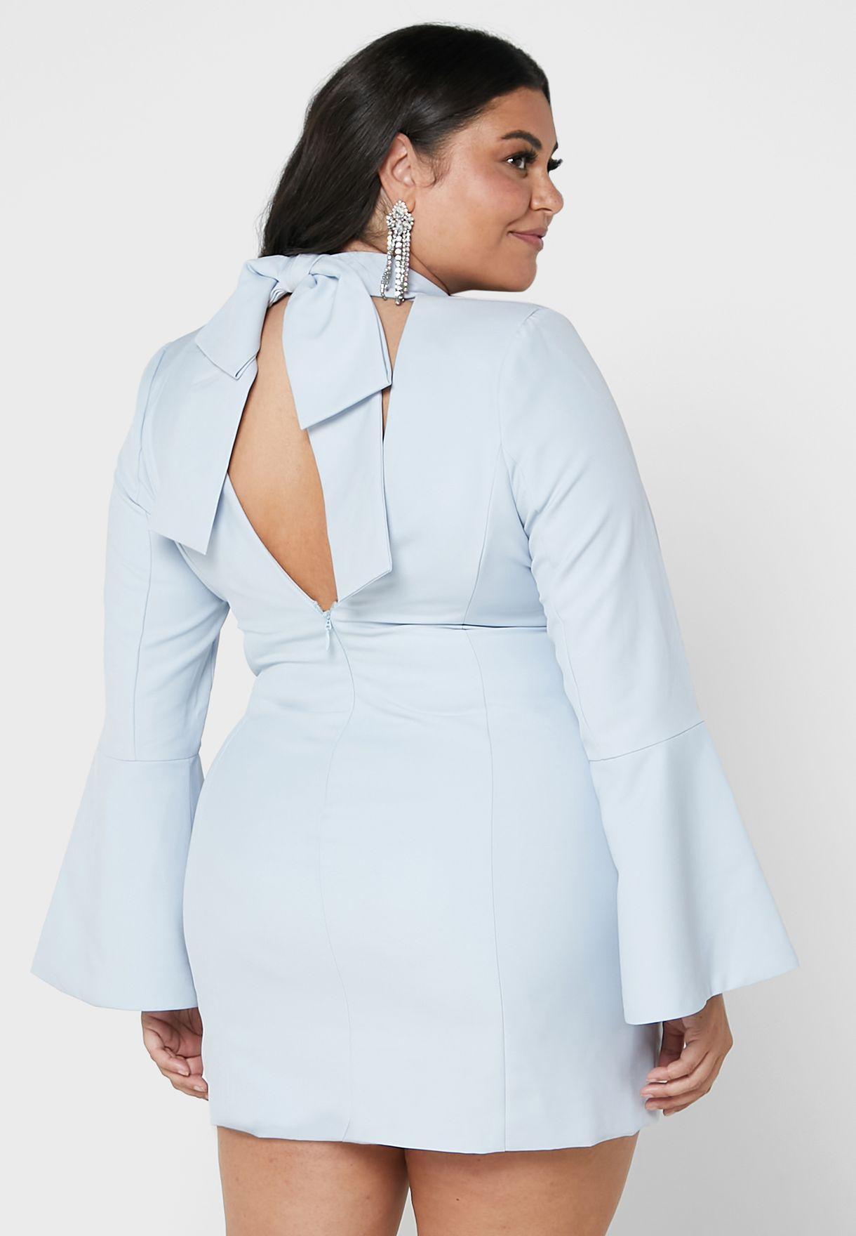 فستان بياقة كلاسيكية وفيونكة خلفية