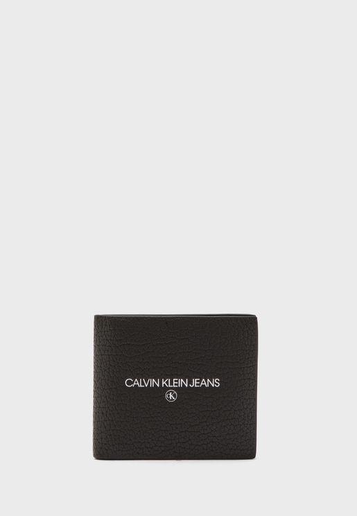 حافظة بطاقات مزينة بشعار الماركة