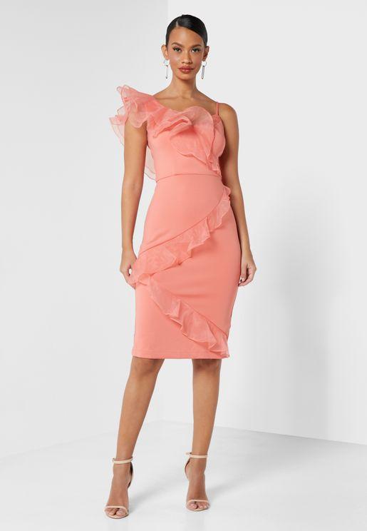 فستان بطبعات مربعات واطراف مكشكشة