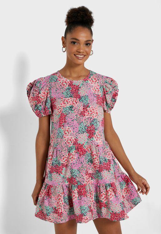 فستان مكشكش بأكمام منفوشة