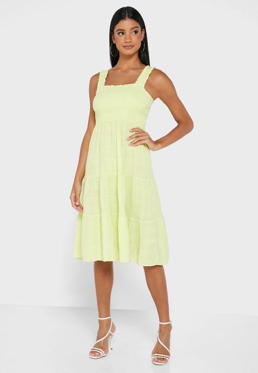 فستان طبقات بنمط مزموم