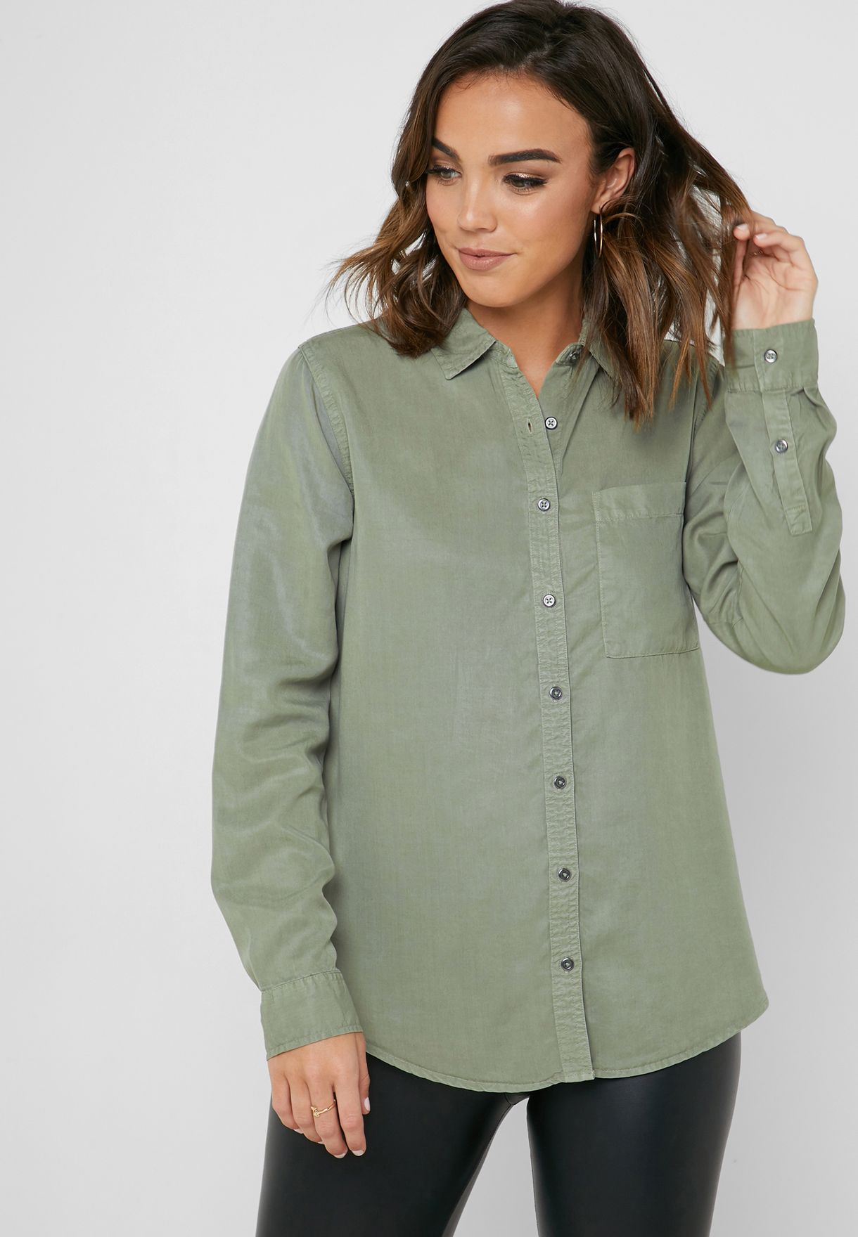 2e1521f05f2 Shop Forever 21 green Pocket Detail Longline Shirt 2000332923 for Women in  Oman - 20008AT40QPP