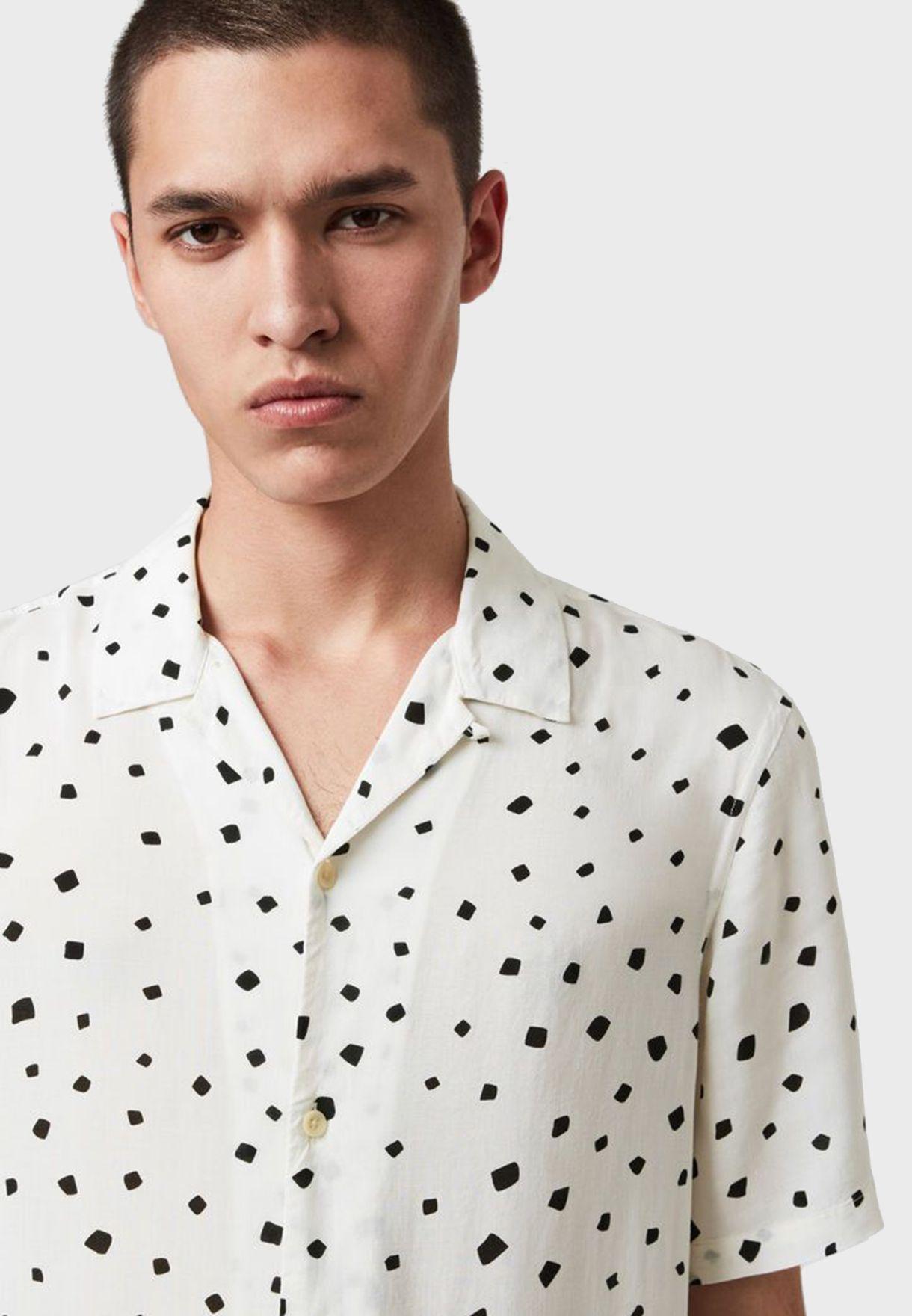 قميص مرقط بأكمام قصيرة