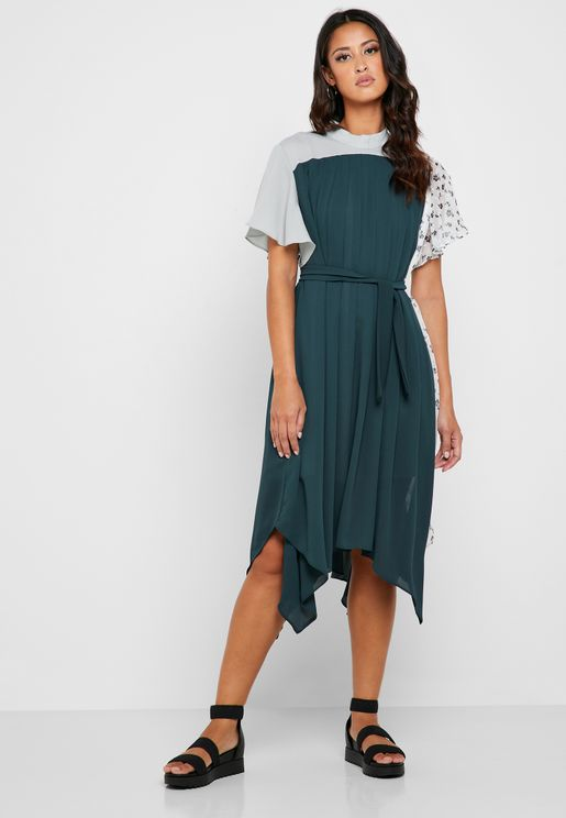 فستان بطيات