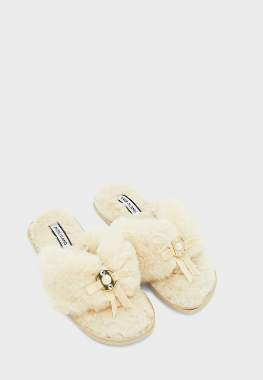 حذاء فرو صناعي