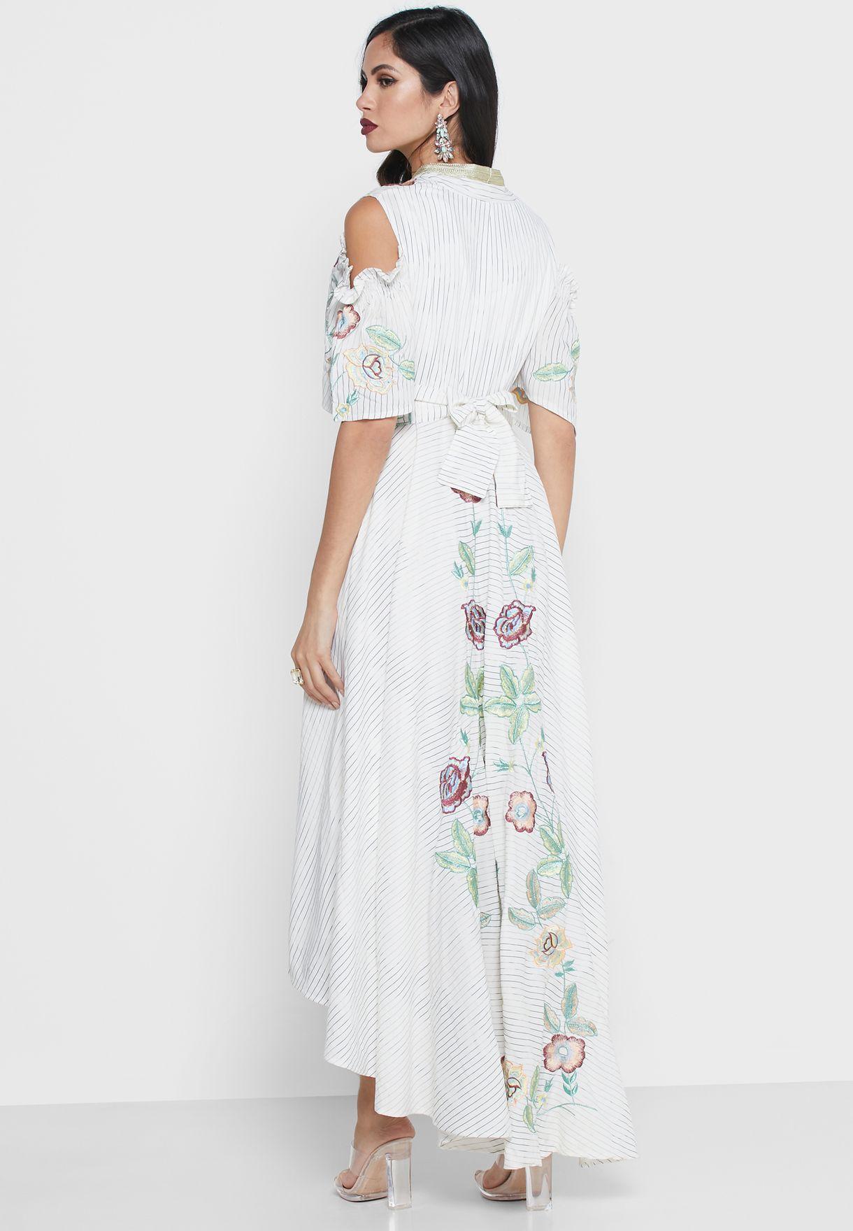 فستان بخطوط ميتاليك