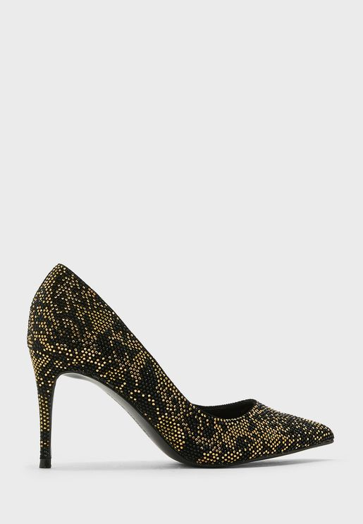 حذاء بكعب عالي