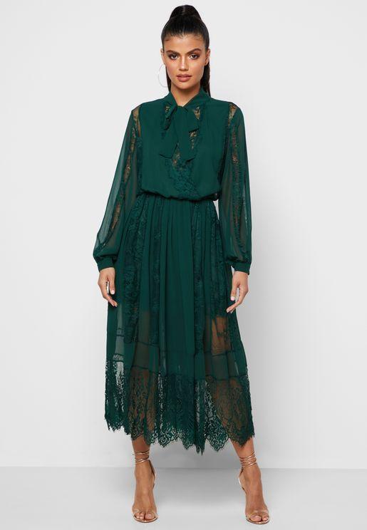 فستان ماكسي بأطراف دانتيل
