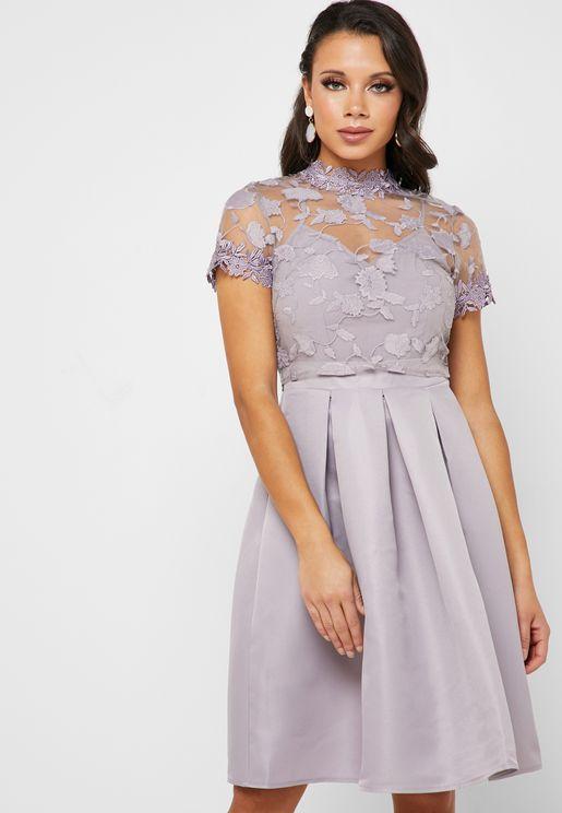 فستان مزين بدانتيل