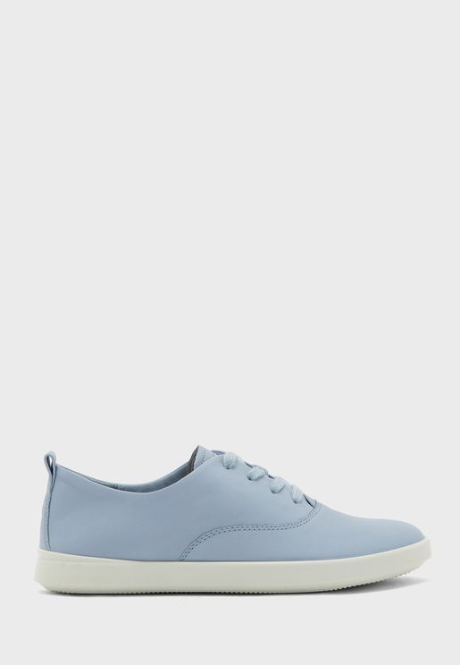 Leisure Low Top Sneaker