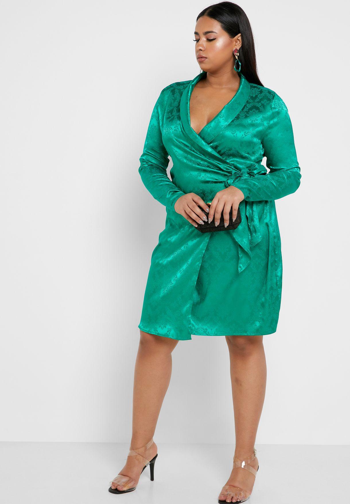 فستان بتصميم ملفوف
