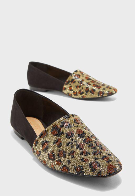 حذاء مزين باحجار لامعة