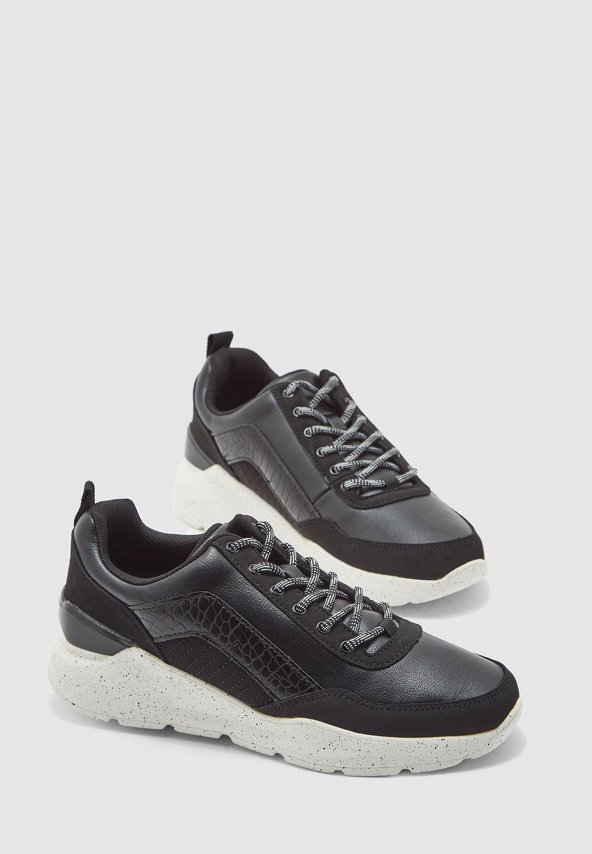 حذاء سنيكرز انادوريا