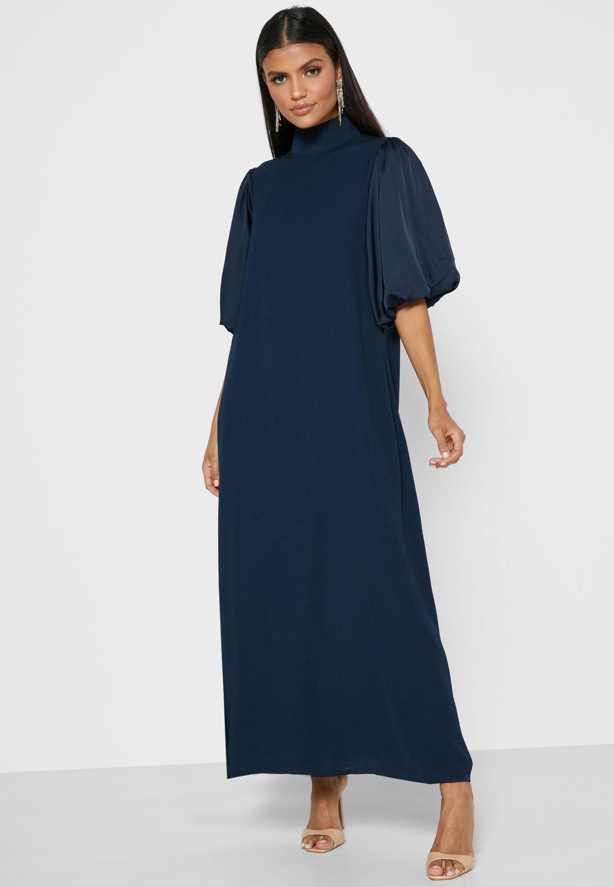 فستان بأكمام واسعة