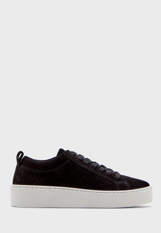 Kella Low Top Sneaker