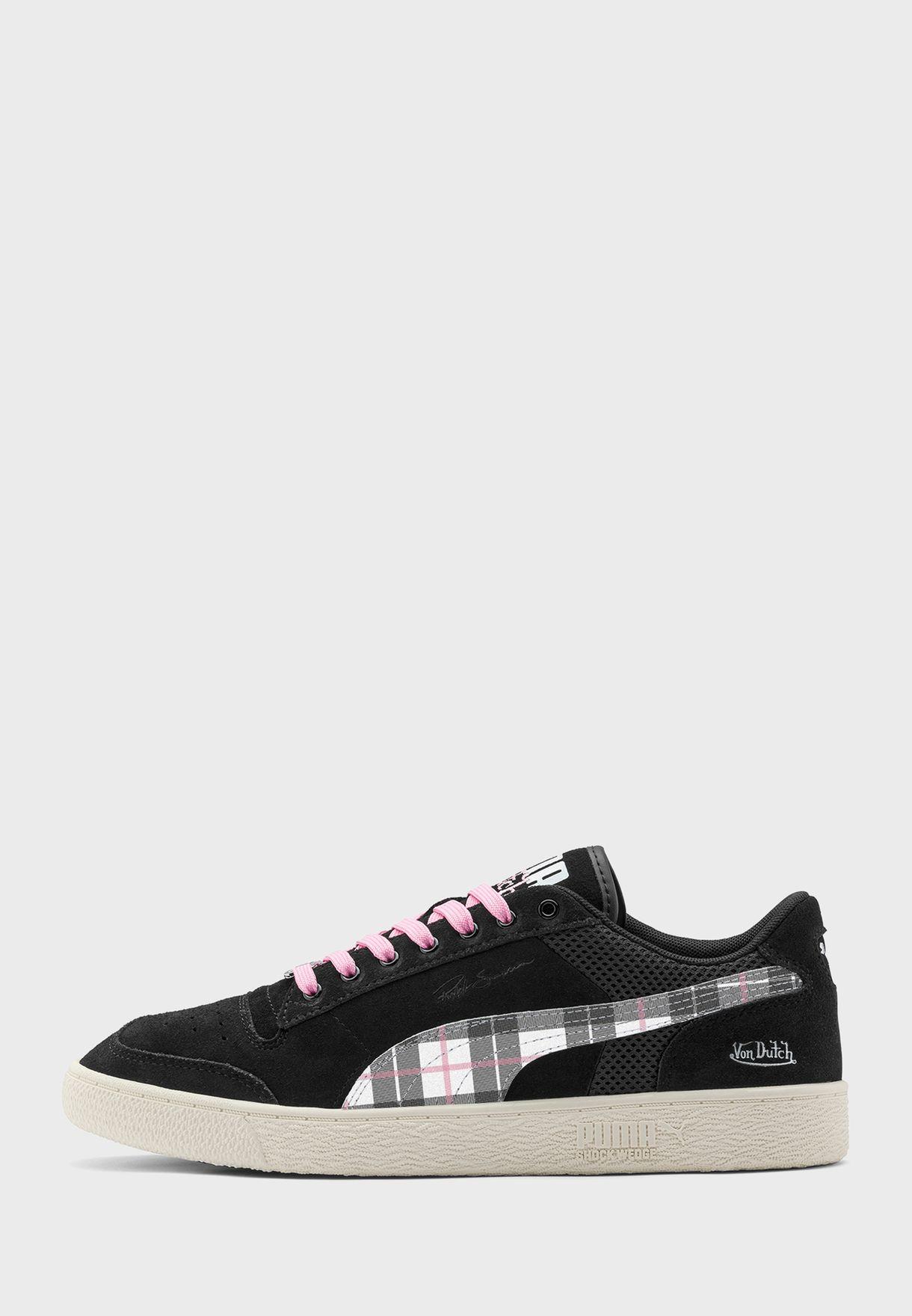 حذاء من مجموعة فون داتش