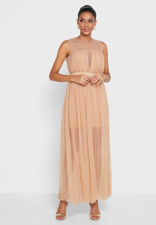 فستان بتفاصيل مرصعة وياقة دائرية