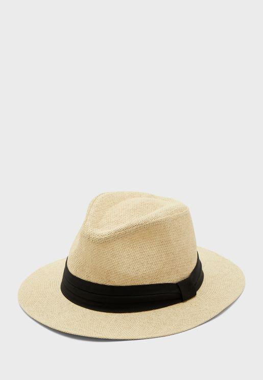 قبعة قش محبوك