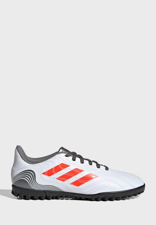 حذاء سينس 4 للاسطح العشبية