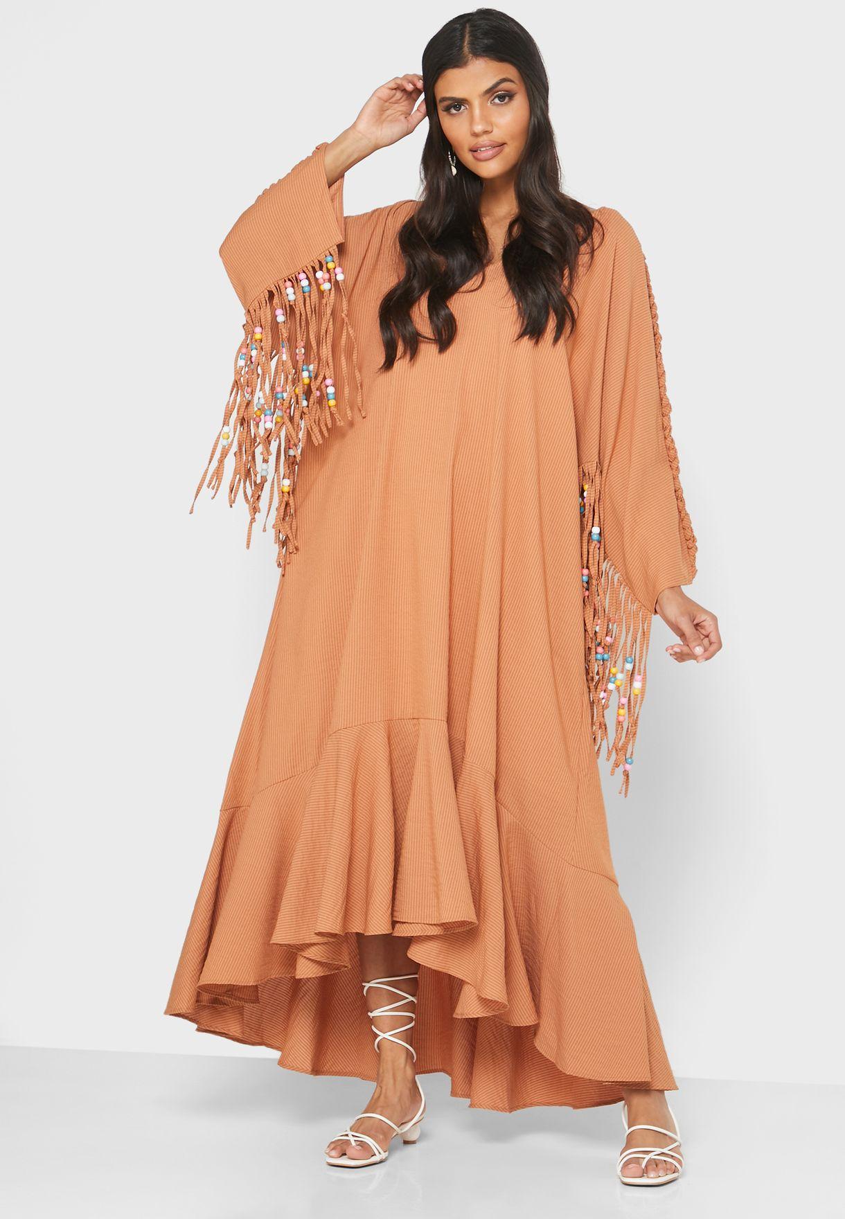 فستان بياقة V وحافة كشكش