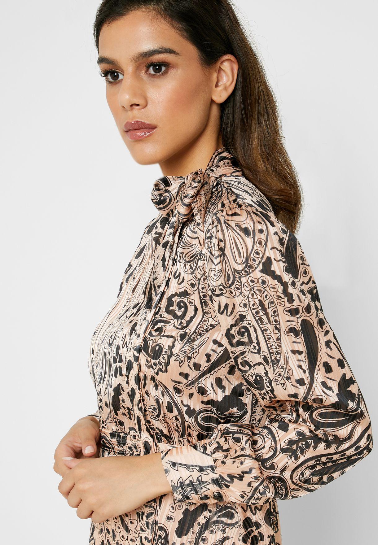 فستان مطبع مزين بفيونكة