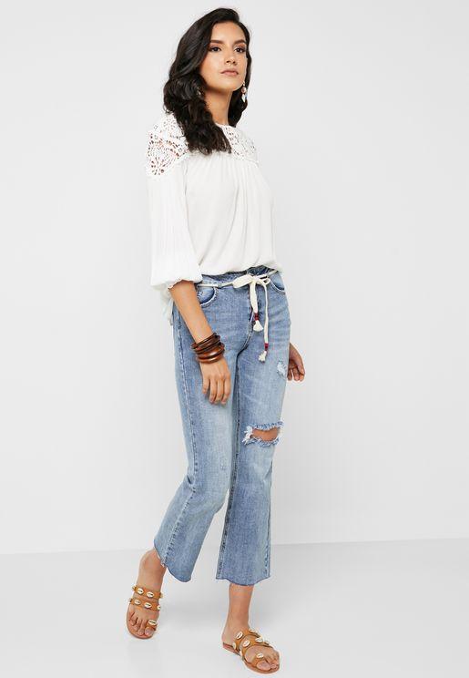 جينز باجزاء ممزقة