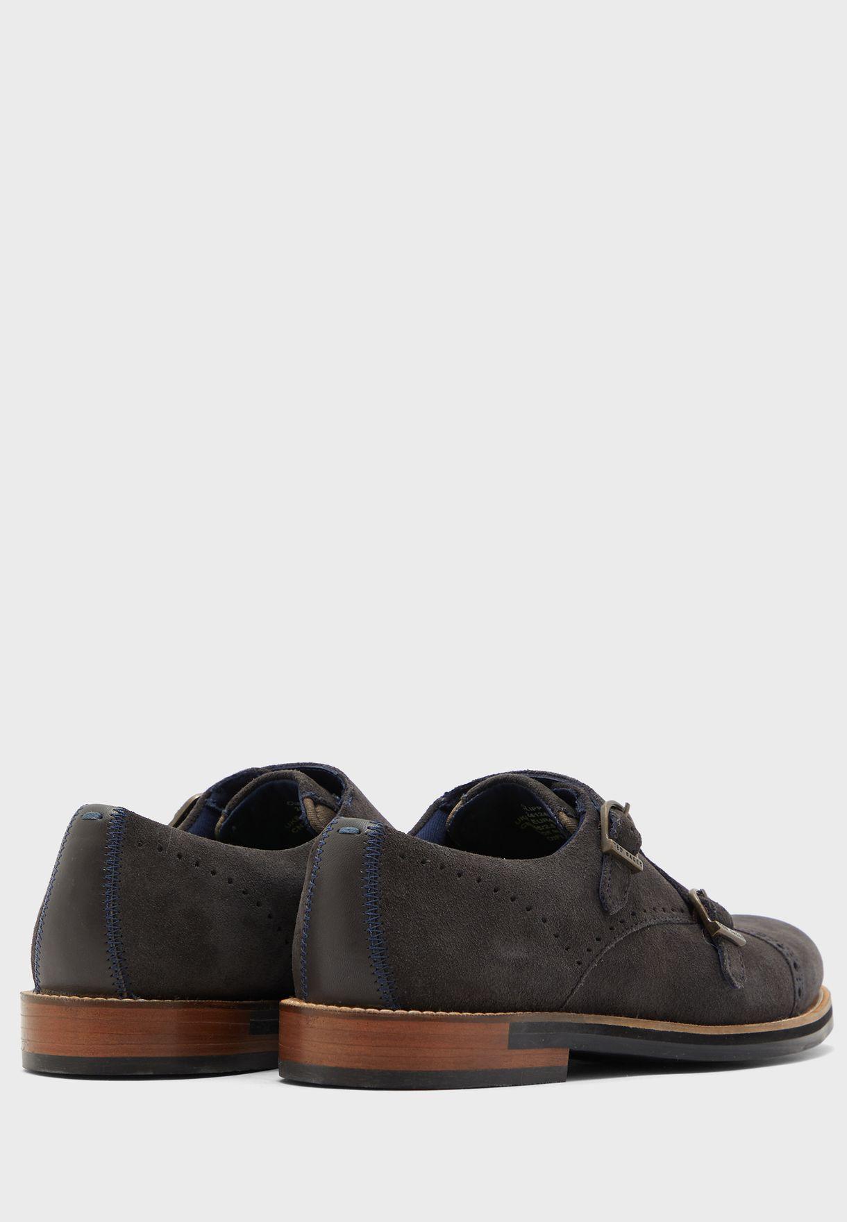 حذاء سهل الارتداء بابزيمين