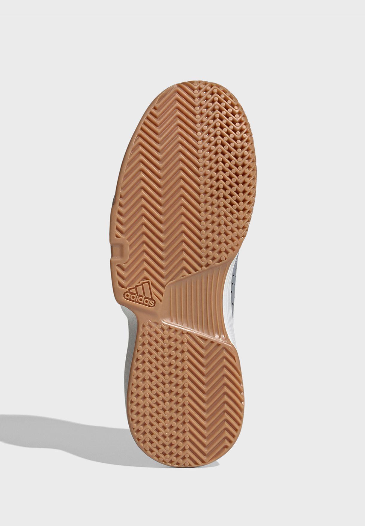 حذاء ايسانس
