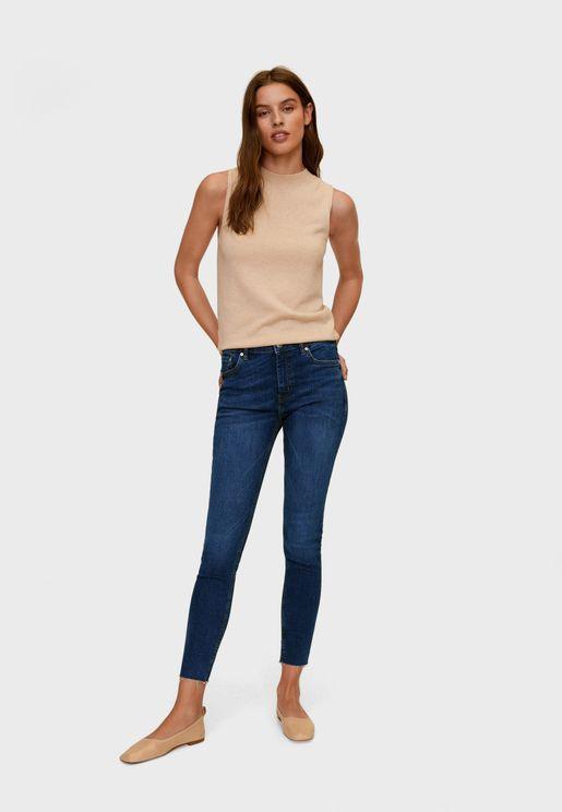 جينز بأطراف غير مدروزة