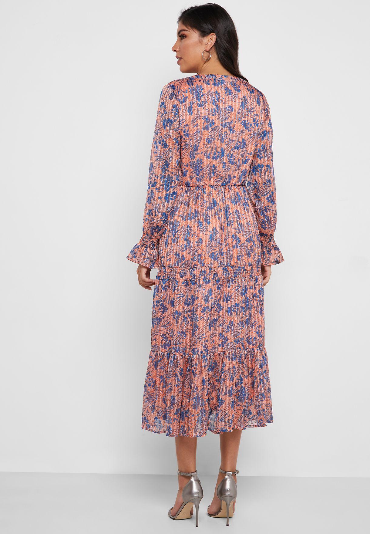 فستان بأكمام واسعة وطبعات ازهار