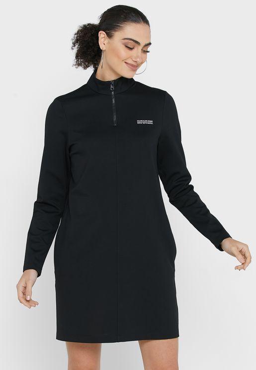 فستان بياقة كلاسيكية وازرار