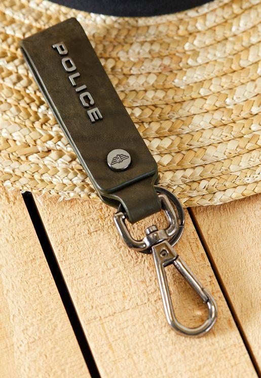 حلقة مفاتيح مزينة بشعار الماركة