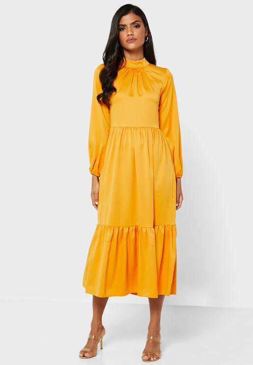 فستان بأطراف متعددة الطبقات